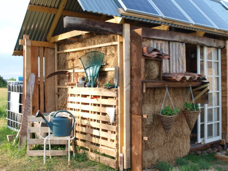outdoor pallet garden storage